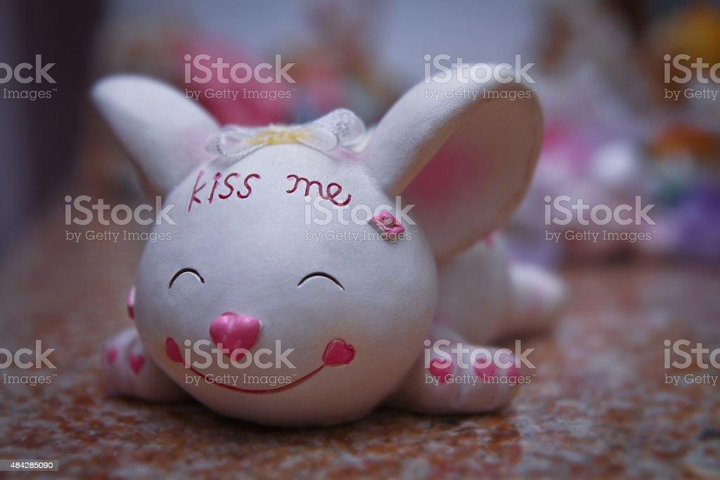 Mouse kiss me. statuette sculpture vector art illustration
