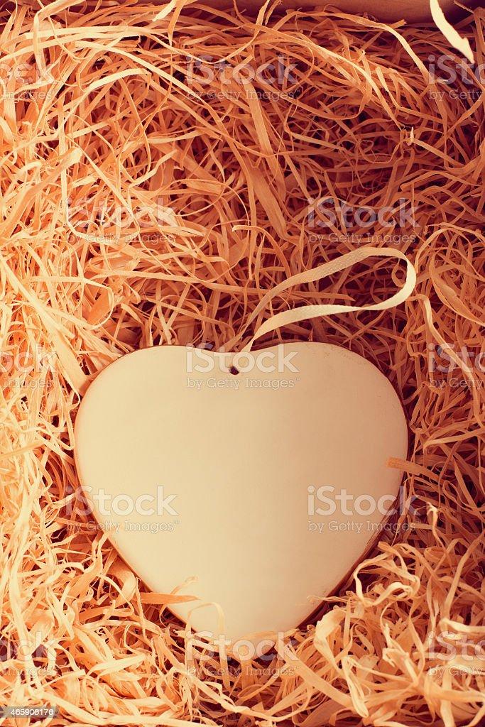 сердце в коробке с соломой foto de stock libre de derechos