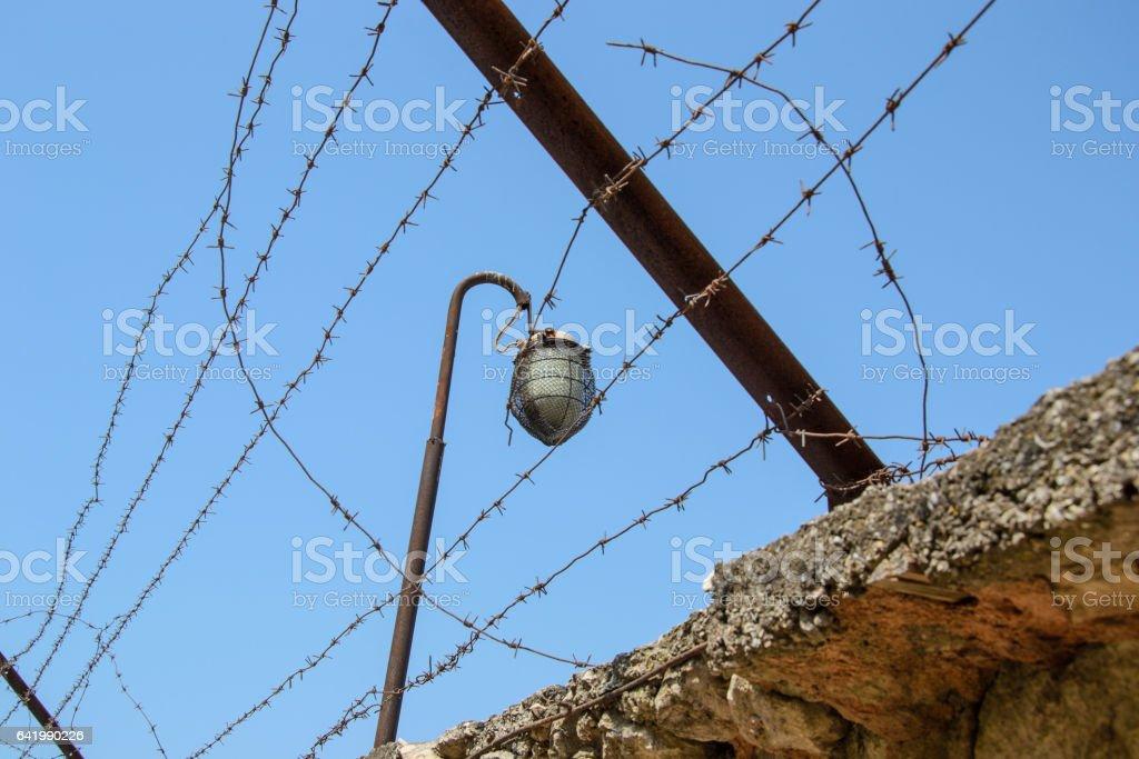 колючая проволока на заборе stock photo