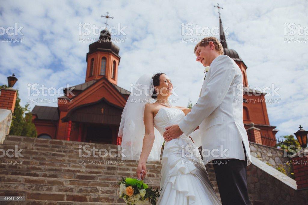 Жених и невеста в день свадьбы. Счастье и мечта stock photo