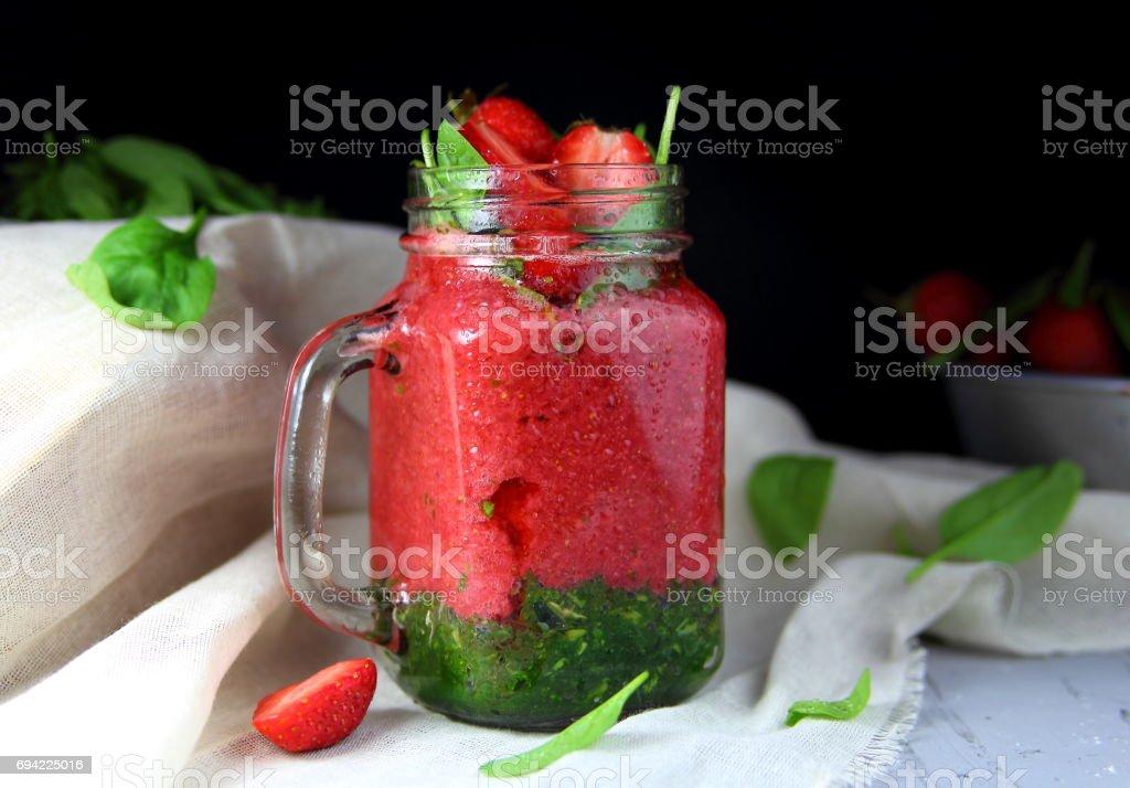 клубничный смузи со шпинатом stock photo