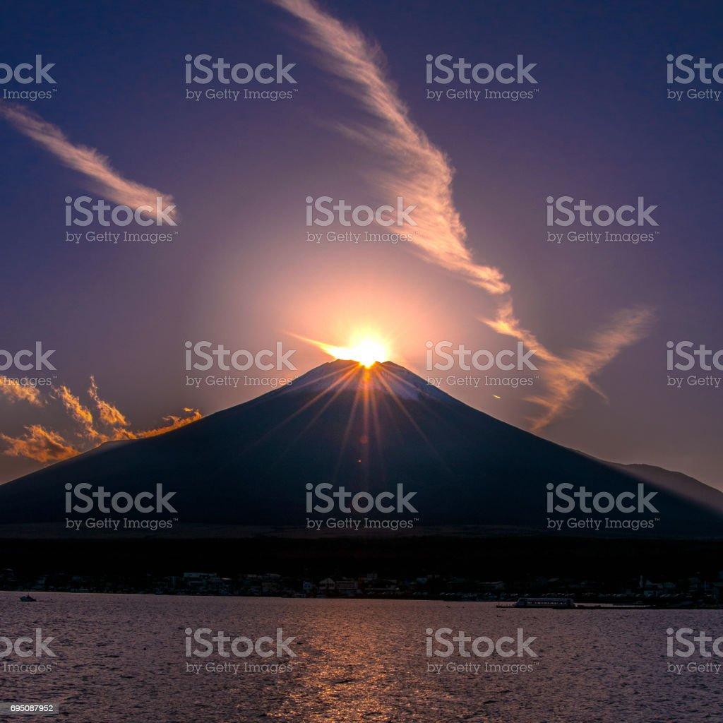 日本 世界遺産 富士山 ダイヤモンド富士 山中湖 stock photo