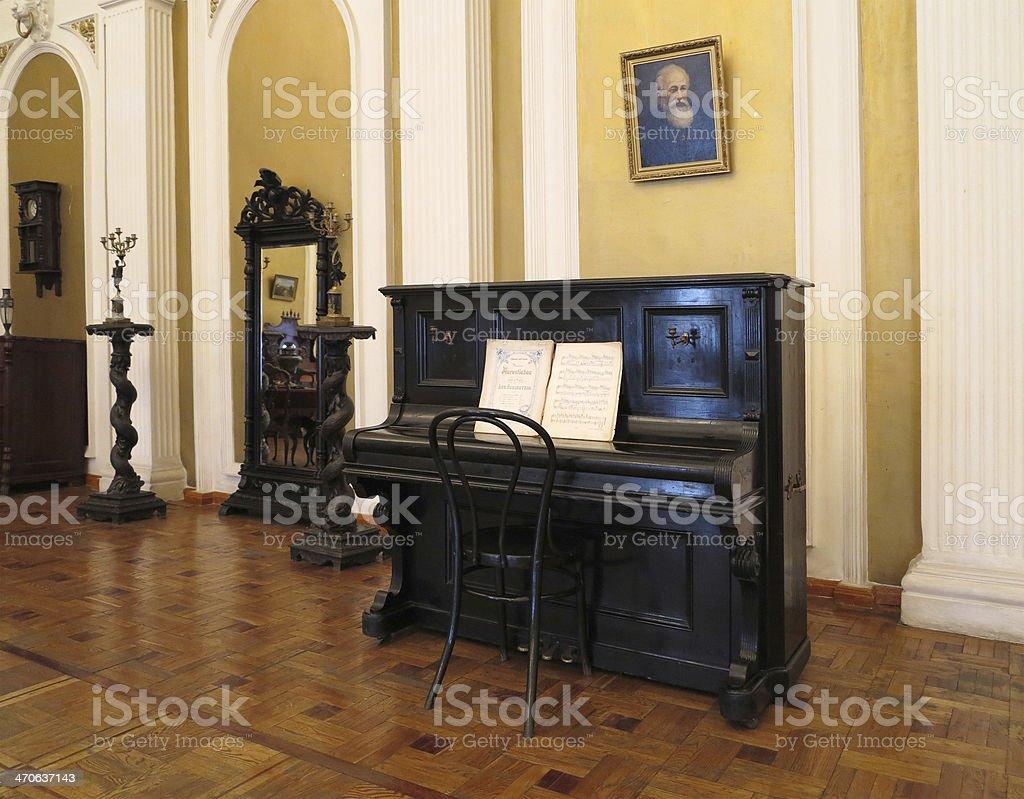 Século XIX vintage interior com mobiliário foto de stock royalty-free
