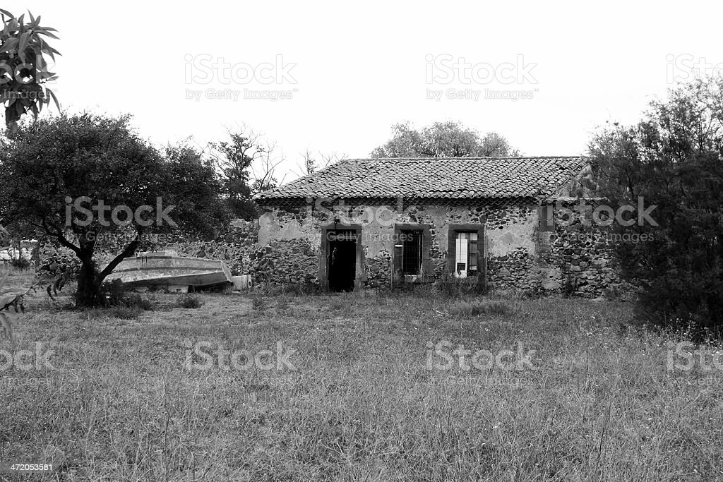 Abbandonato in casa Onglous, Francia foto stock royalty-free