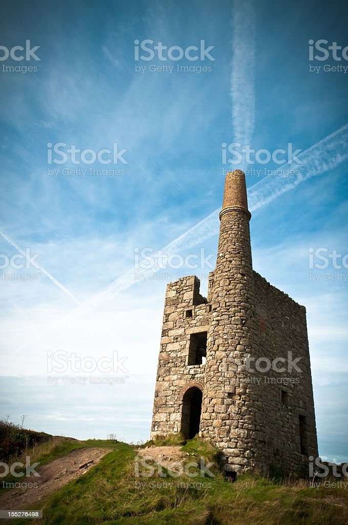 Abandoned Mine Shaft Building In Cornwall England stock photo