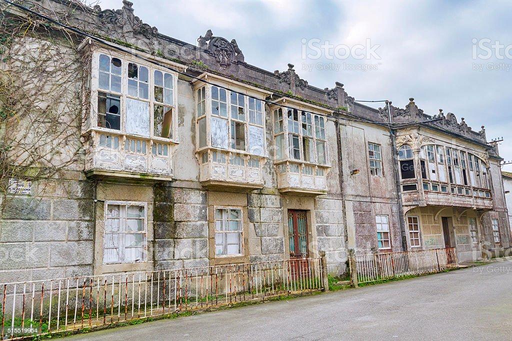 Casas modernistas abandonadas stock photo