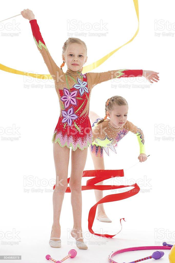 adorable fille gymnastes avec lits jumeaux. photo libre de droits