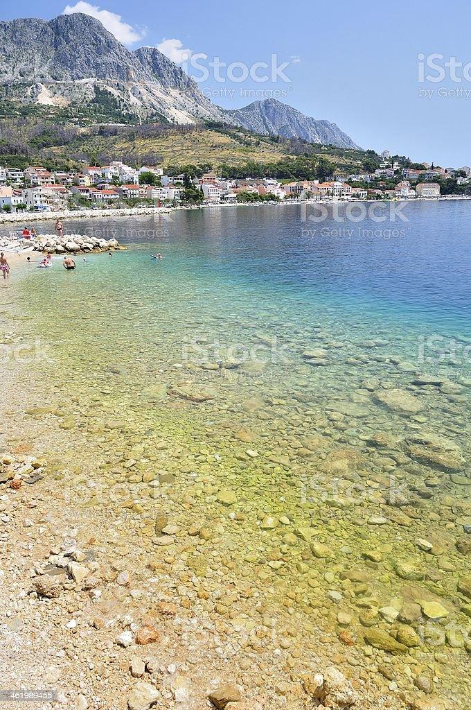Morze adriatyckie w Podgora w Chorwacji z krystalicznie czyste wody zbiór zdjęć royalty-free