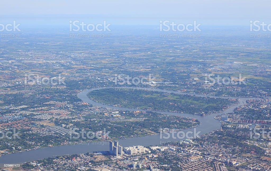 антенна вид сверху, из самолета самолета см. на реку и город Стоковые фото Стоковая фотография