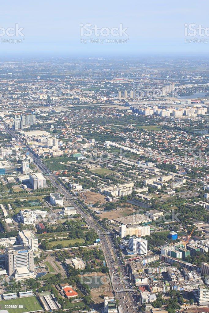 Вид с воздуха самолет окна, городской города и трафика Джем Стоковые фото Стоковая фотография