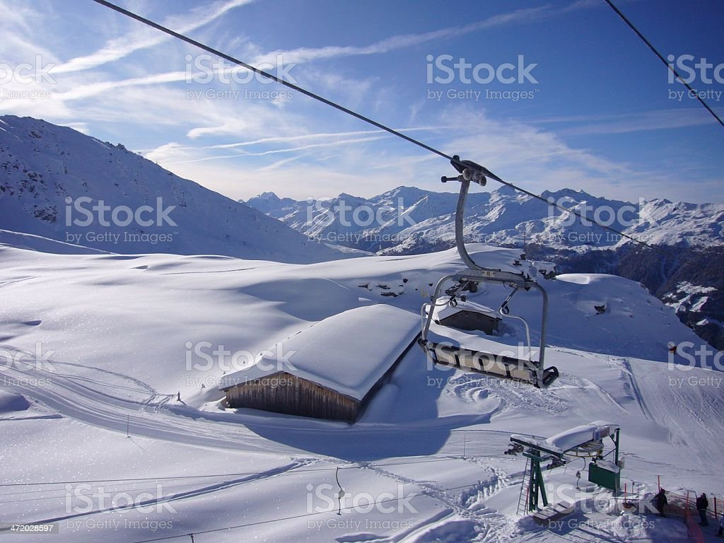 Vista aérea de vazio declives na Estância de Esqui de St Luc foto de stock royalty-free