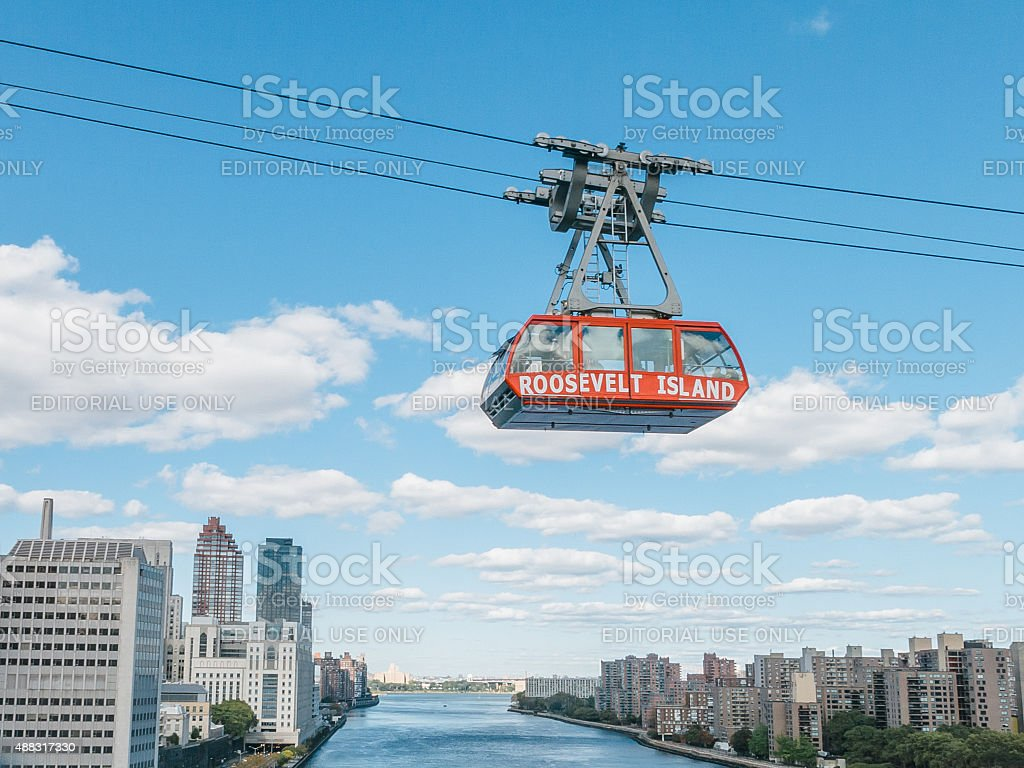 Aerial view of people riding the Roosevelt Island cable car stock photo