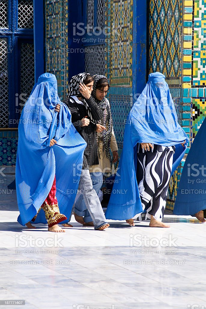 4 Afghan Women at the Blue Mosque in Mazar-e-Sharif, Afghanistan stock photo