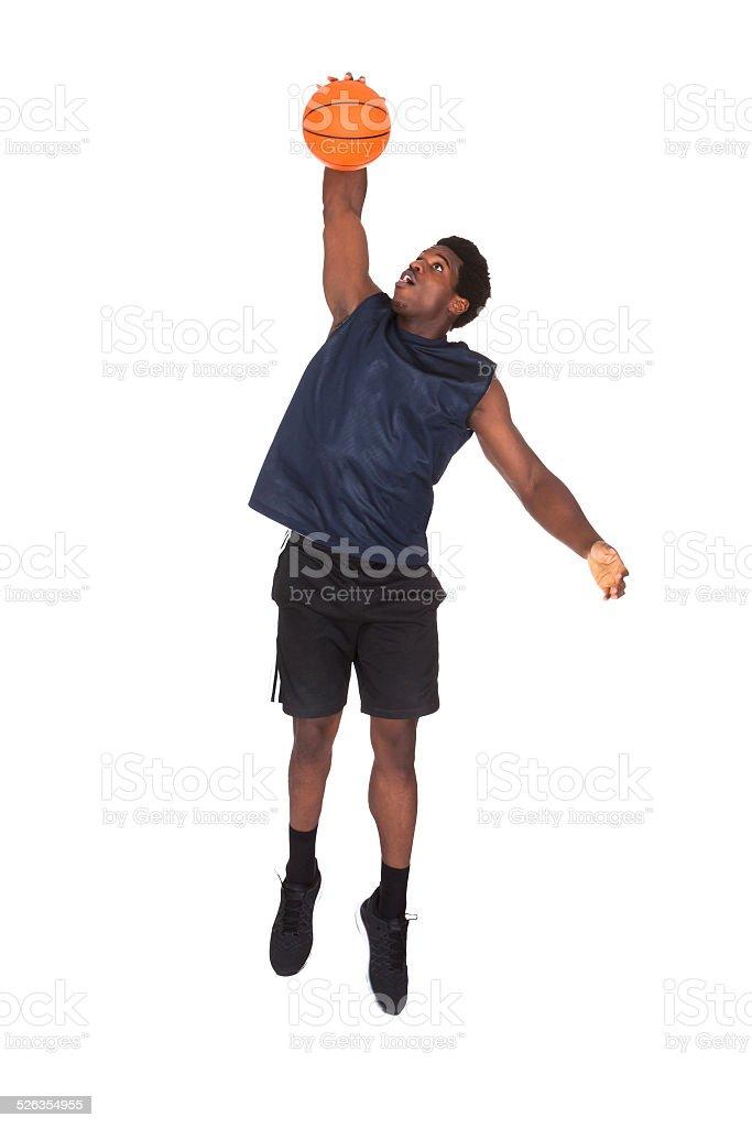 Joven africana jugando baloncesto - foto de stock