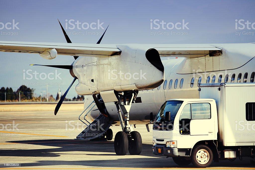 Flugzeug, Service in Vorbereitung für Bordkarten. Lizenzfreies stock-foto