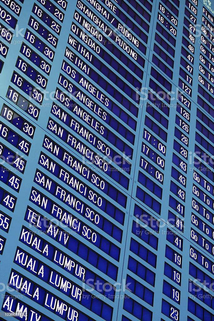 Flughafen Tafel mit Fluginformationen Lizenzfreies stock-foto