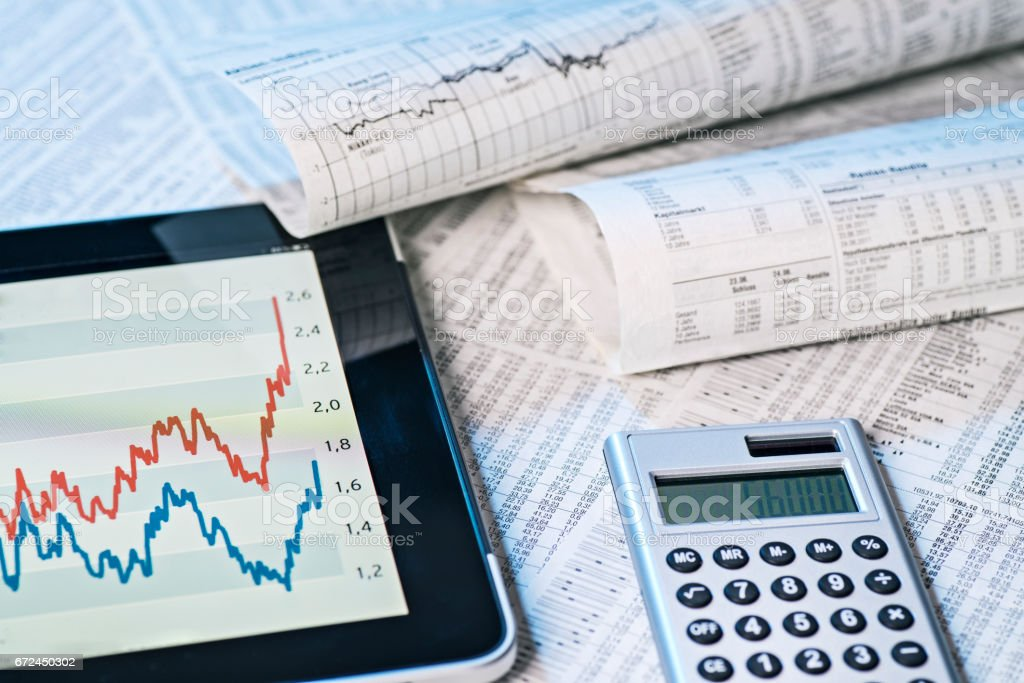 Aktienkurse analog und digital stock photo