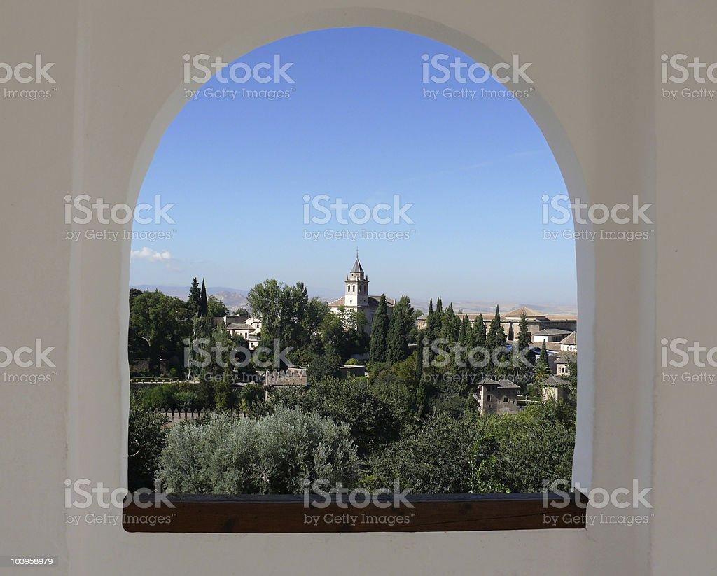 Alhambra durch den Bogen Fenster Lizenzfreies stock-foto