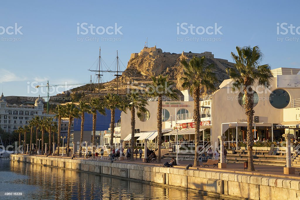 Alicante Hafen Promenade und Festung stock photo