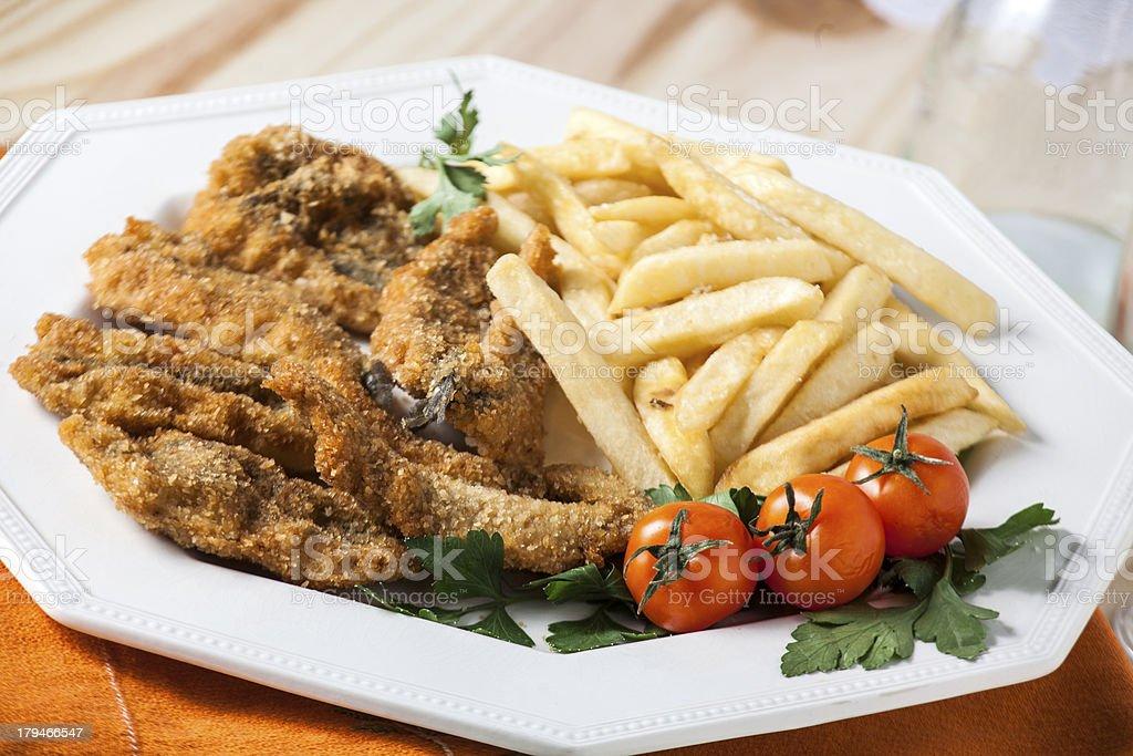 Alici impanate con patatine fritte royalty-free stock photo