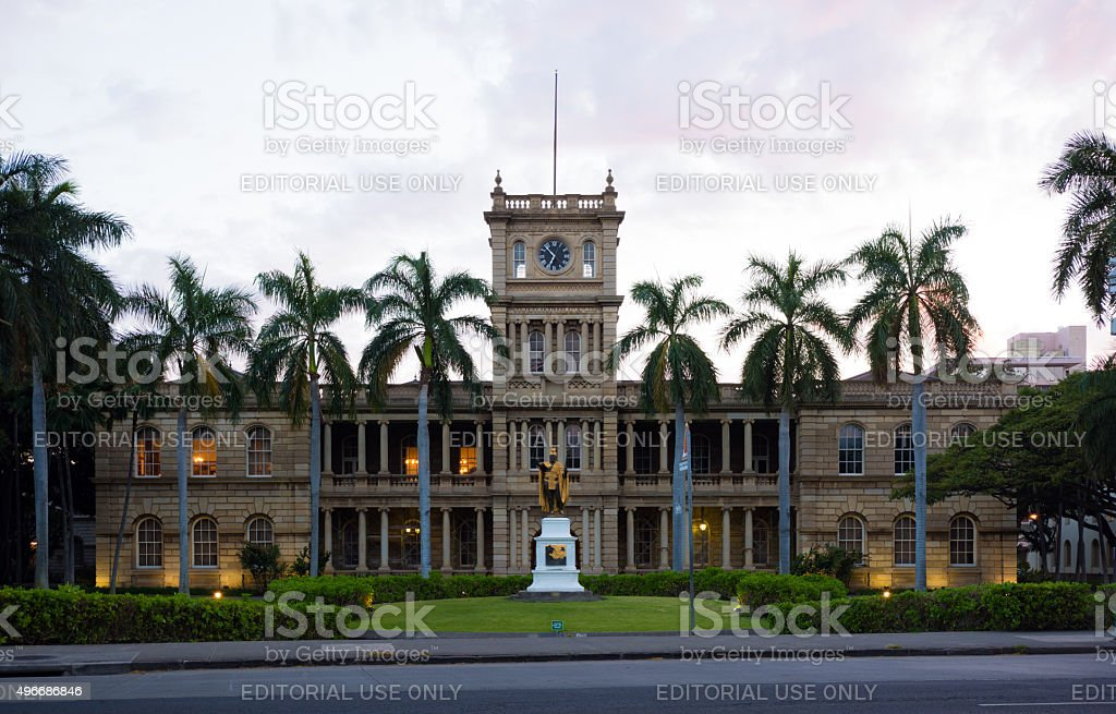 Aliʻiolani Hale building with the King Kamehameha statue in Honolulu stock photo