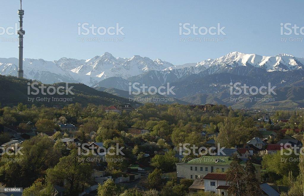 Ałma-Ata city położony w góry Tienszan zbiór zdjęć royalty-free