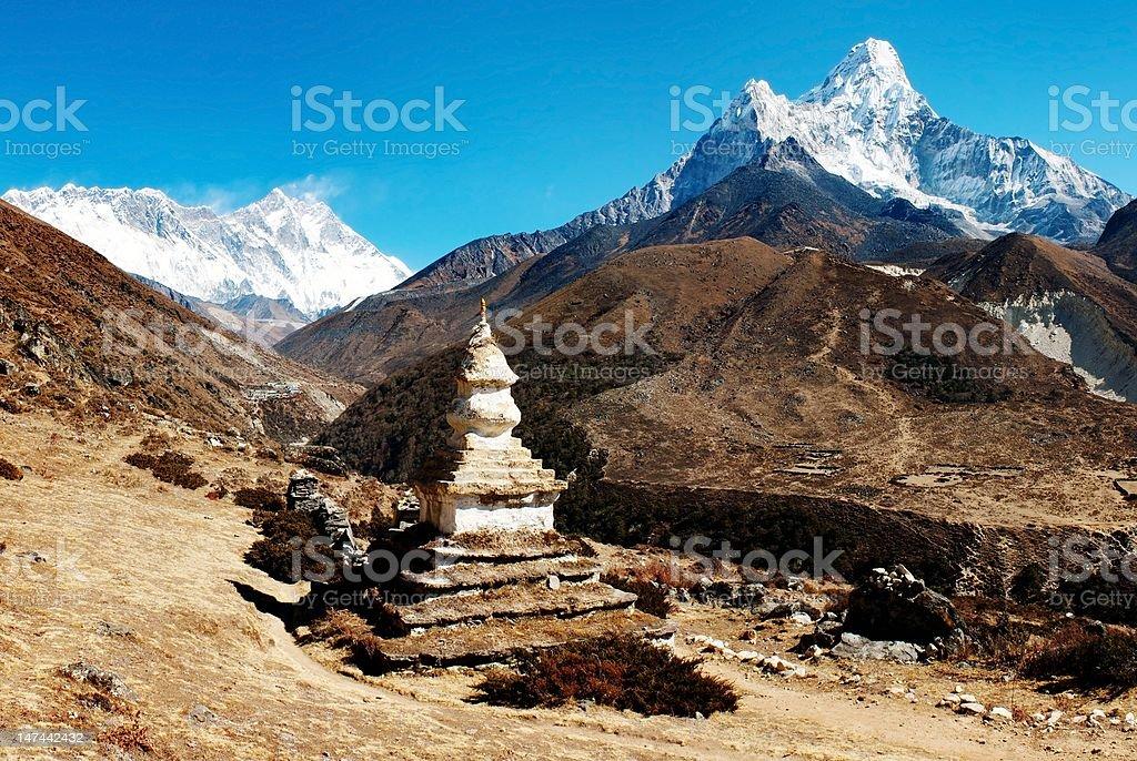 Ama Dablam Mont Lhotse et en haut de l'Everest avec Stûpa photo libre de droits