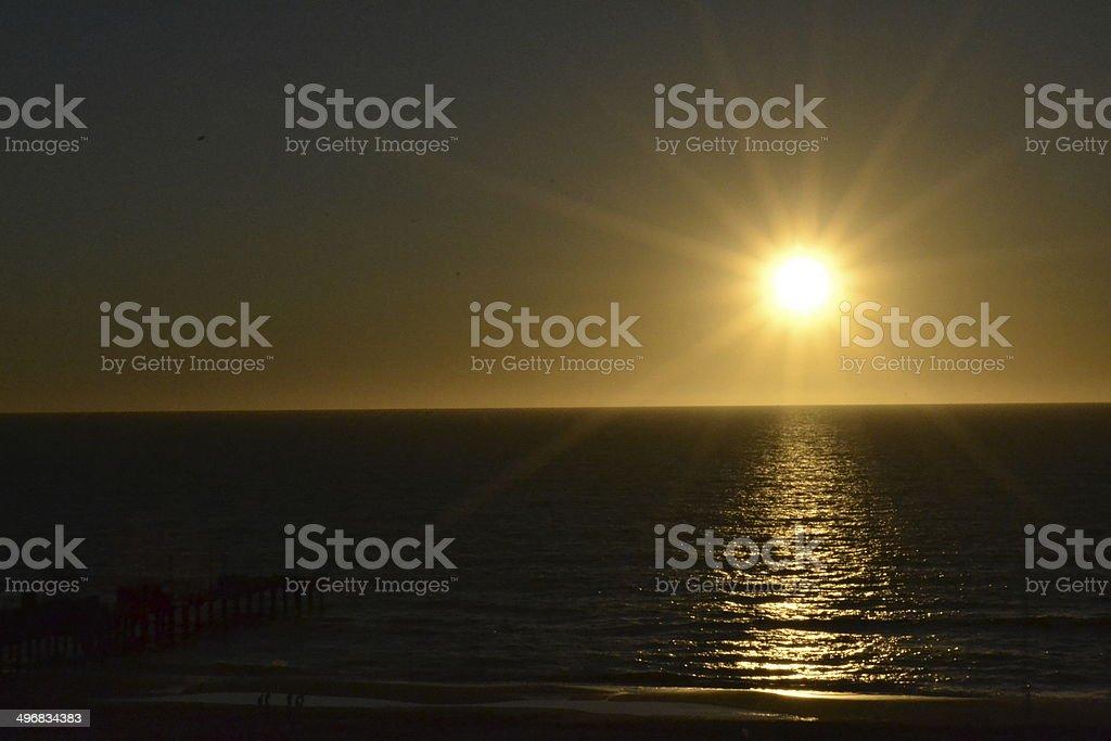 Amanecer sobre el mar stock photo
