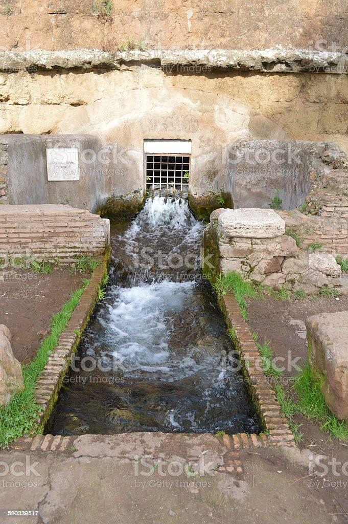 Antigua Roman fuente san policarpo park foto de stock libre de derechos