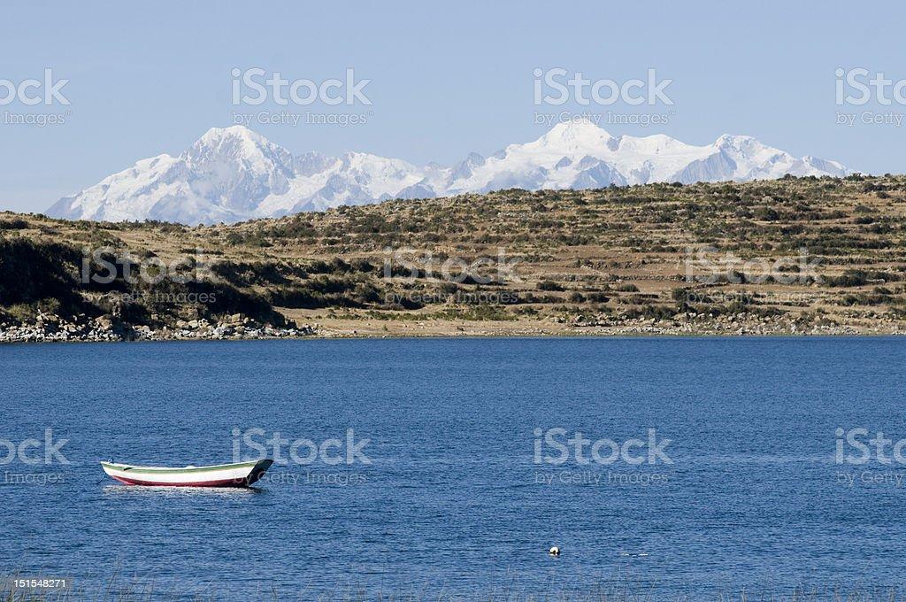 Chaîne de montagnes des Andes et le Lac titicaca photo libre de droits