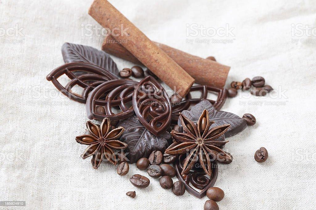アニス、シナモン、チョコレートやコーヒー豆 ロイヤリティフリーストックフォト
