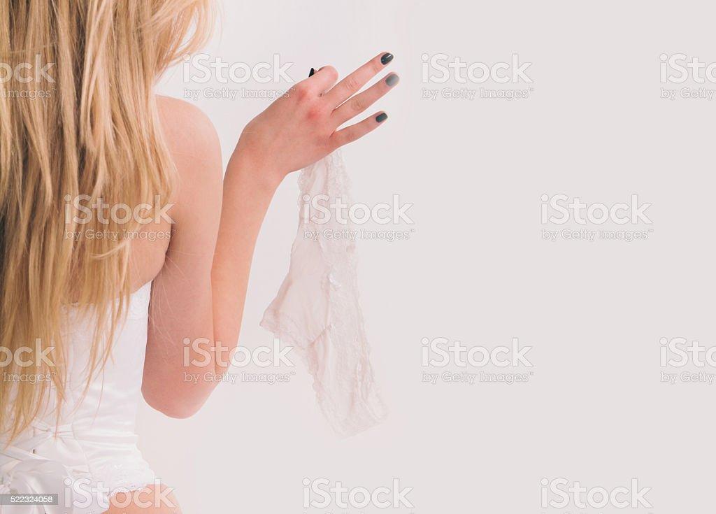 Белые трусики на пальце фото фото 723-453