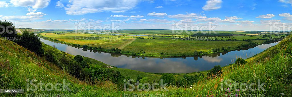 Рanorama da floresta, rios e campos. foto royalty-free
