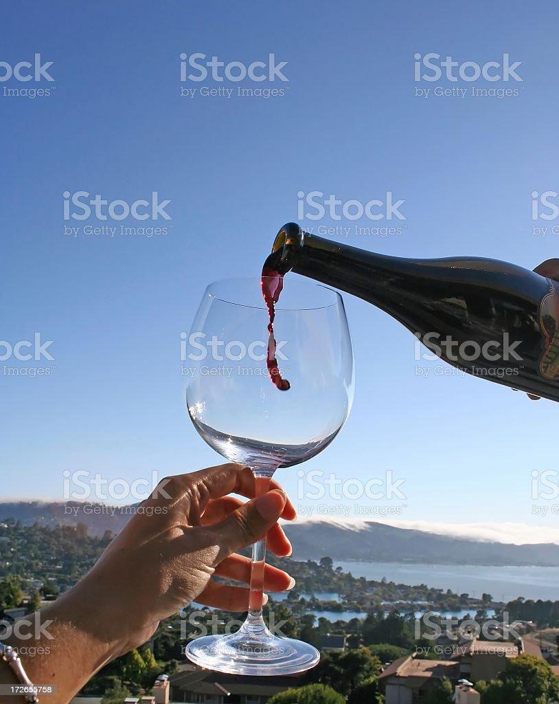 Anticipation.for la prochaine verre de vin rouge photo libre de droits