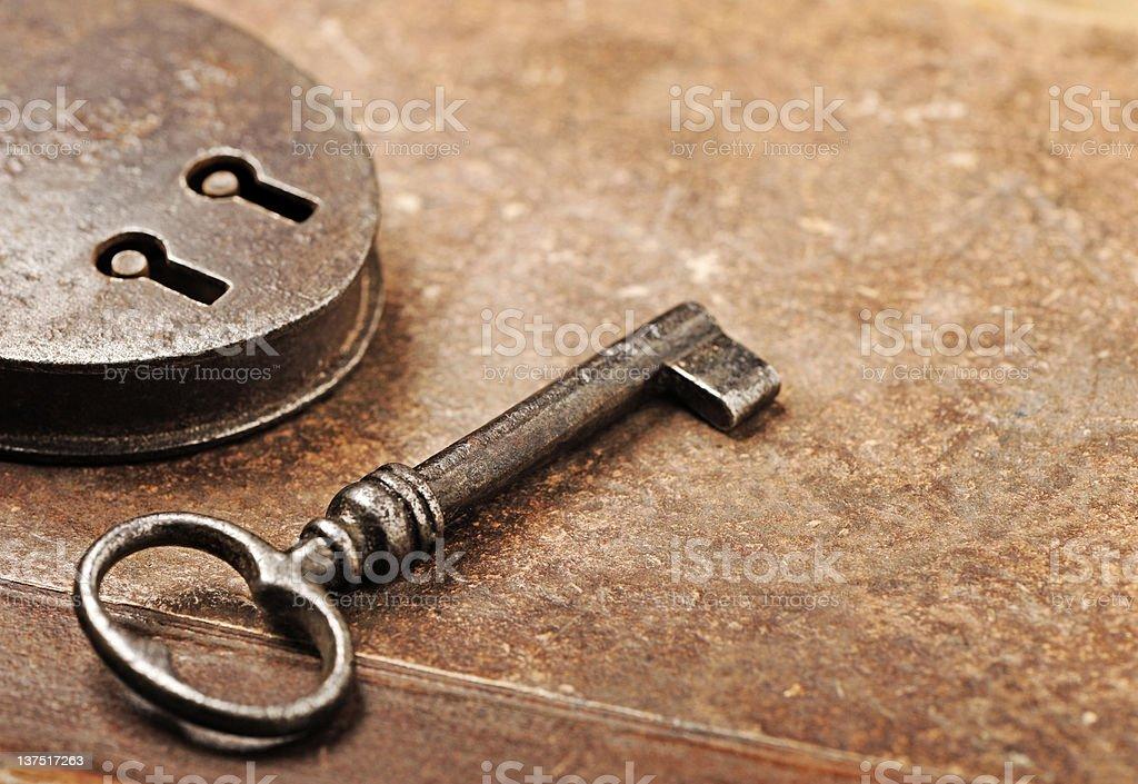 Ancien cadenas avec la clé de votre chambre photo libre de droits