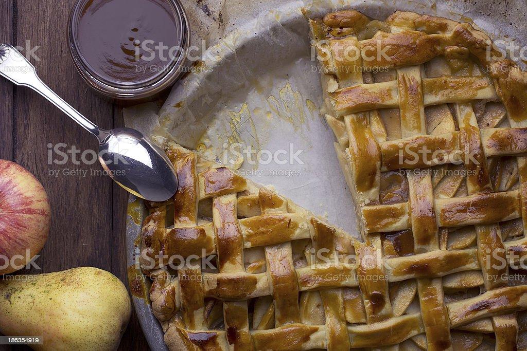 Apple pie et caramel au beurre salé stock photo