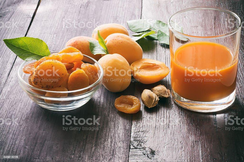 Apricots and fruit juice foto de stock royalty-free