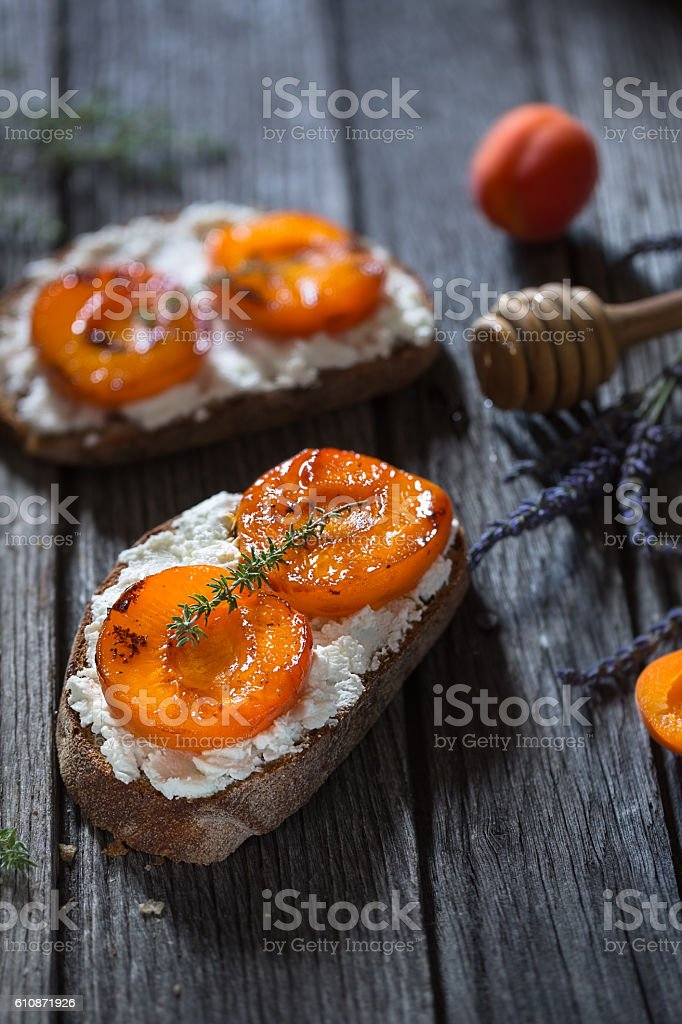 Apricots, goat cheese, honey and thyme Crostini stock photo