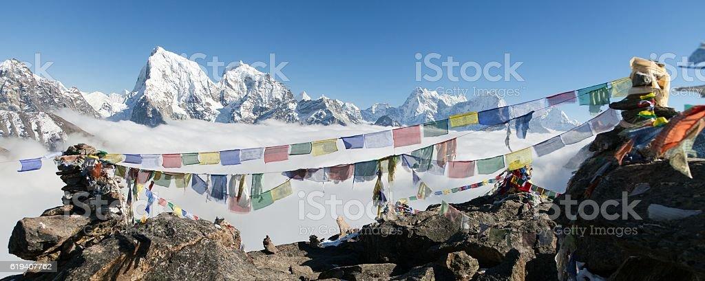 Arakam Tse, Cholatse, Tabuche Peak, Thamserku and Kangtega stock photo