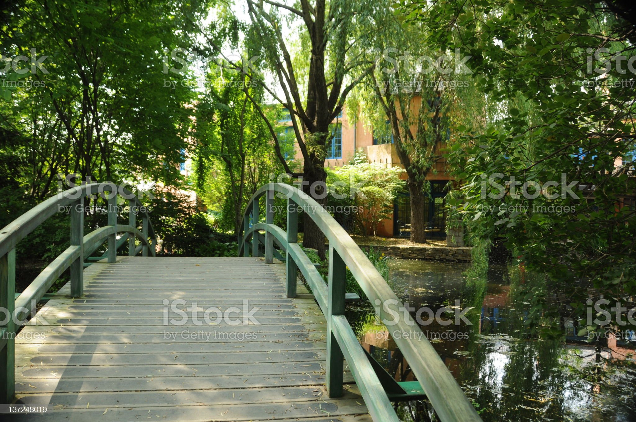 Arch bridge at Grounds for Sculpture royalty-free stock photo