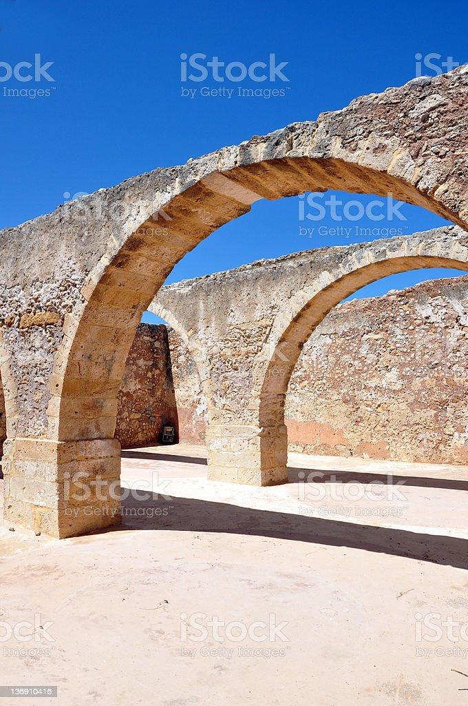 Arches d'une ancienne cave photo libre de droits