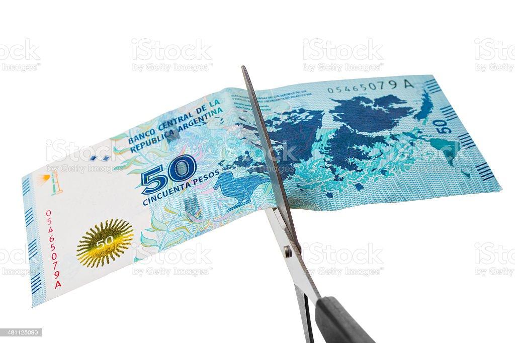 Argentinischer Geldschein wird zerschnitten stock photo