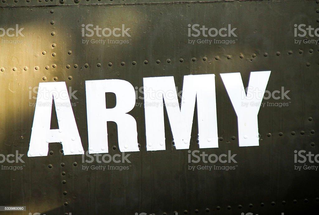 Enduit militaire au pochoir sur un avion militaire. photo libre de droits