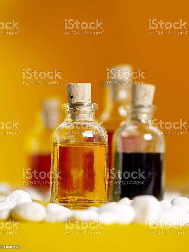 Aromaöl auf Gelb royalty-free stock photo