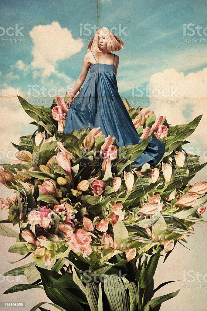 Arte collage de hermosa mujer joven en flores foto de stock libre de derechos
