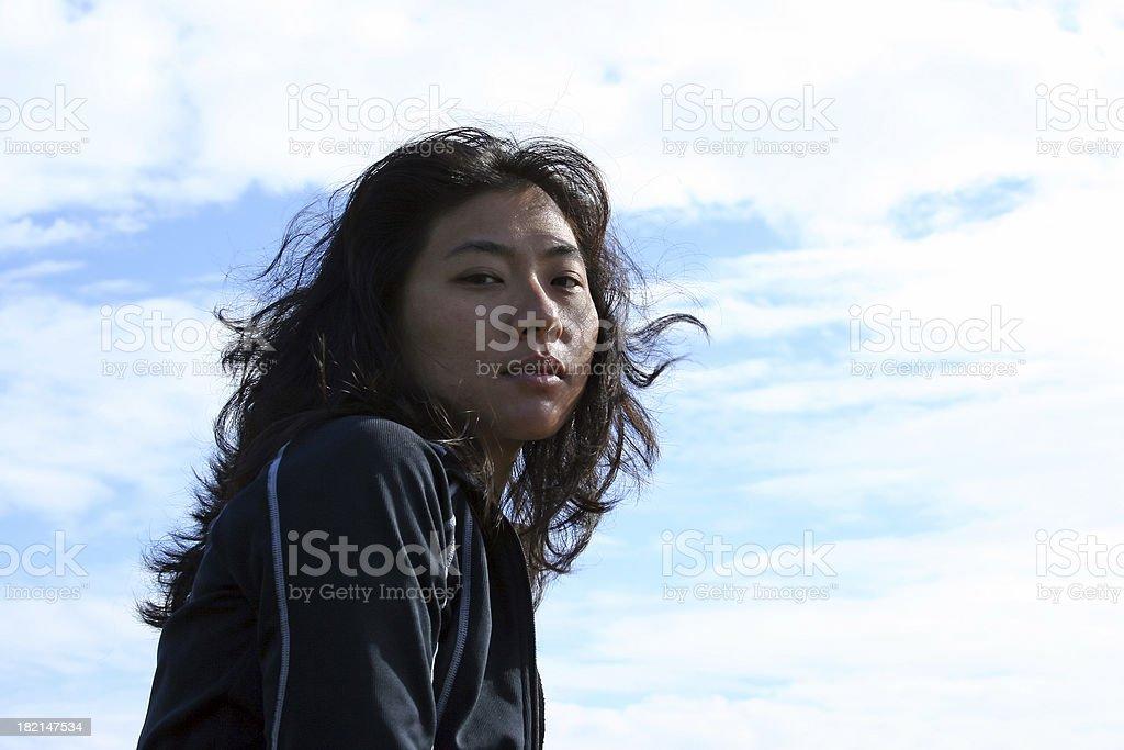 Belle femme asiatique sur le vent photo libre de droits