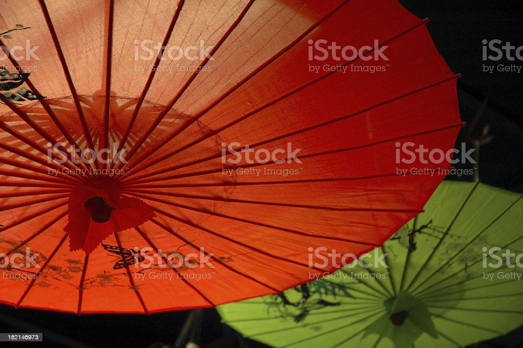 Asiatische Sonnenschirme asiatische sonnenschirme stockfoto 182146973 istock