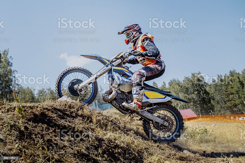 athlete racer on a motorcycle rides up hill royalty-free 스톡 사진