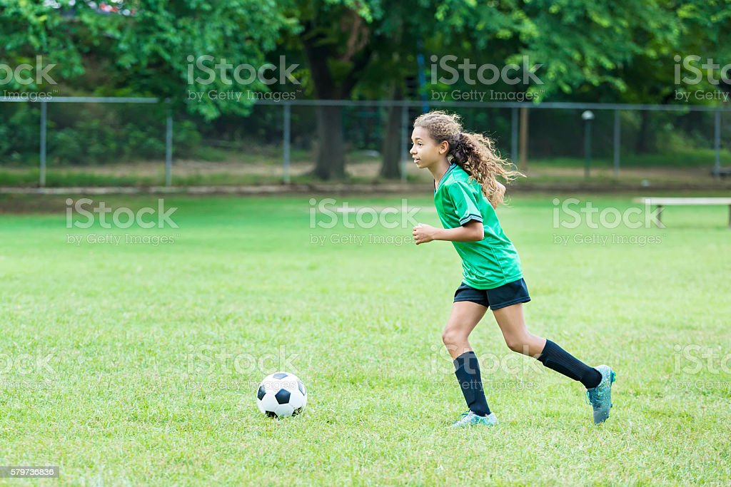 photo of girls playing soccer № 17731