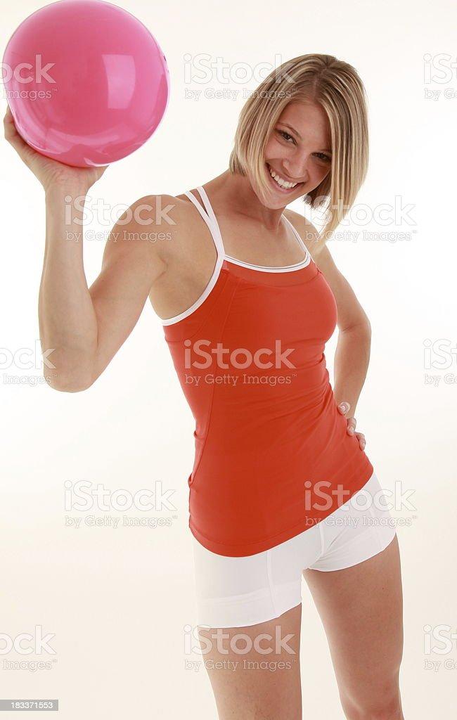 Mujer atlética con bola foto de stock libre de derechos